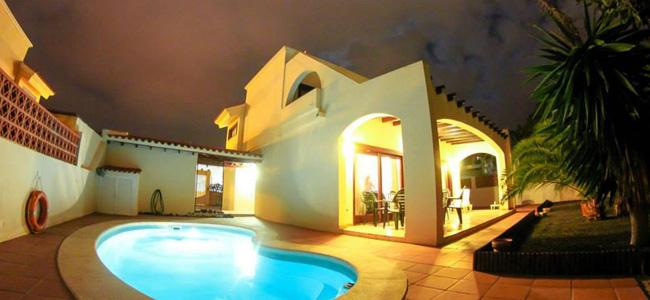 Surf house Fuerteventura by night