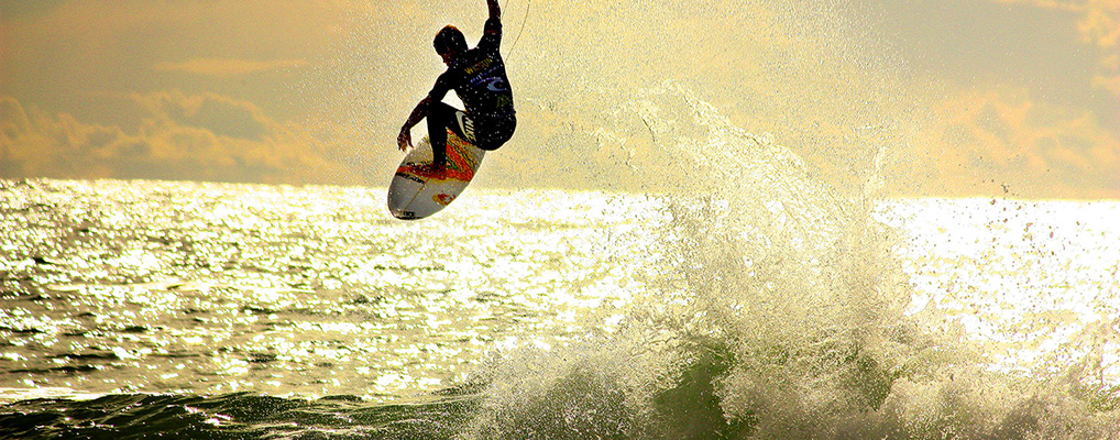 ripping-hard-surfer
